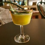 Es gibt auch Cocktail die im klassischen Glas serviert werden. :)